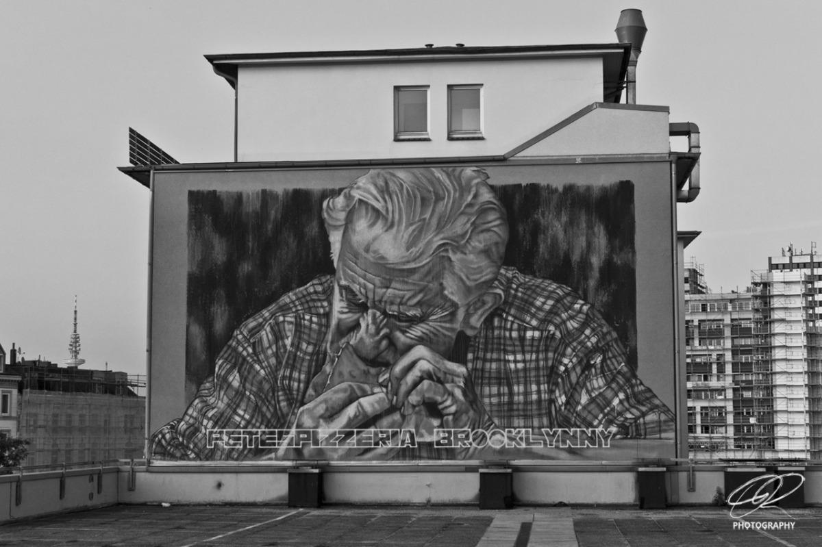 Brooklyn Pizza Mural - Street Photography Hamburg by Dennis Riebenstahl