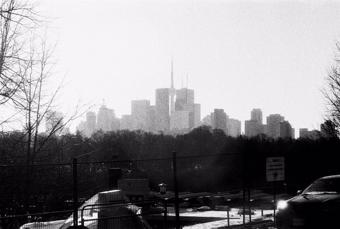 Toronto's Distant Skyline as seen from Broadview - Visuelles Logbuch - Toronto Street Photography by Dennis Riebenstahl