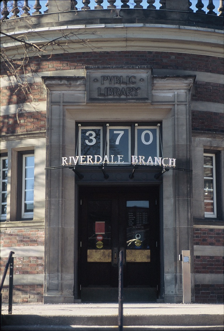 Riverdale Public Library - Visuelles Logbuch - Street Photography by Dennis Riebenstahl
