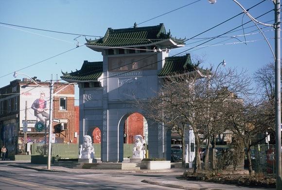 Toronto Chinese Archway – Visuelles Logbuch – Street Photography by Dennis Riebenstahl