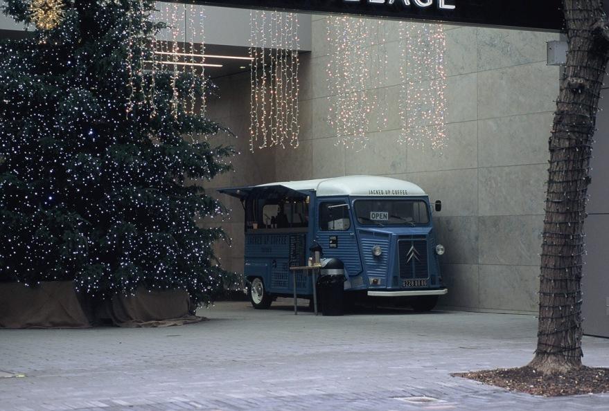 Yorkville Coffee Van – Visuelles Logbuch – Toronto Street Photography by Dennis Riebenstahl