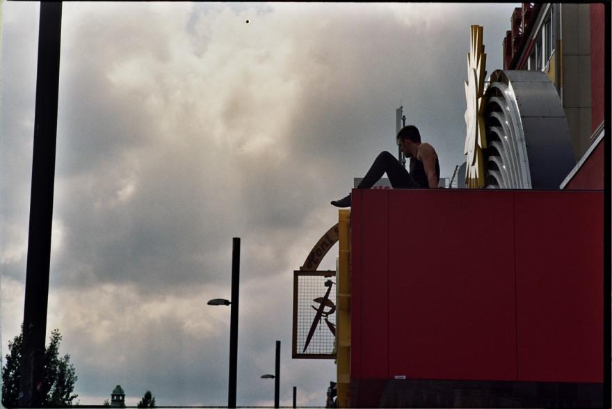 Man on Roof – Reeperbahn, Hamburg – Street Photography by Dennis Riebenstahl